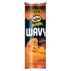 Рифленые чипсы Pringles Вэйви со вкусом копченного чеддра 137 грамм